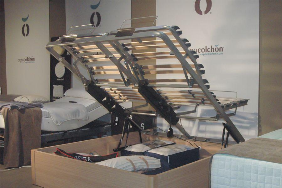 Canapé de almacenaje de cama articulada de matrimonio. Camas independientes.